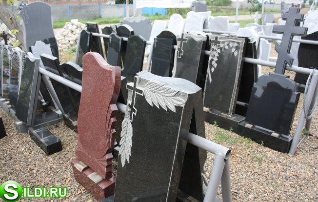 Памятник из гранита Новоалександровск Ваза. Лезниковский гранит Злынка